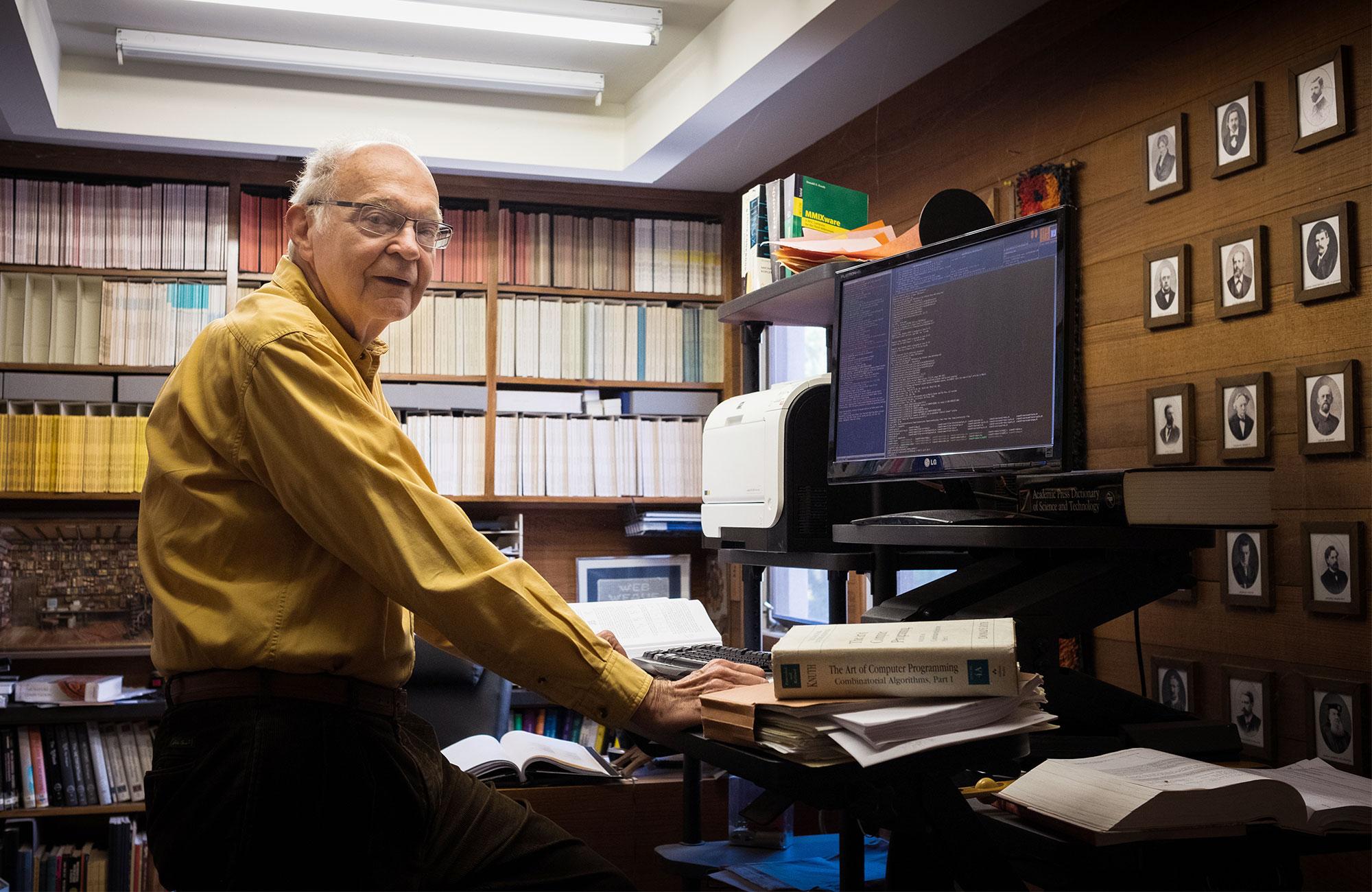 Donald Knuth nel suo studio
